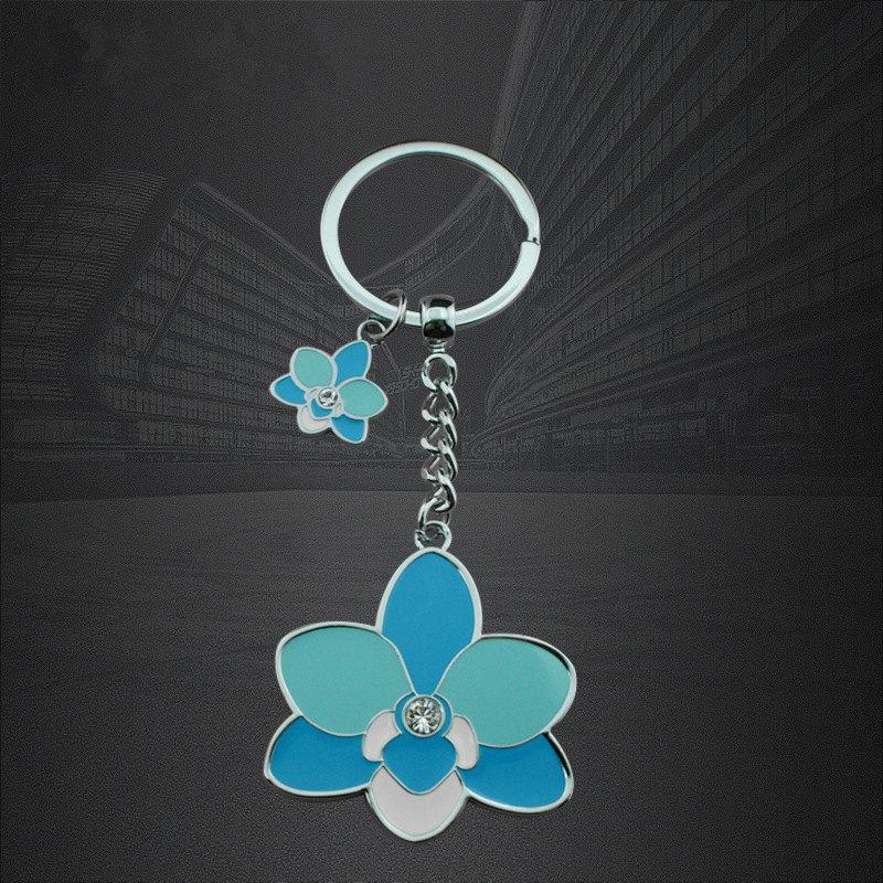 製造業者は亜鉛合金の花の形のエポキシのキーホルダーのキーホルダーをカスタマイズしました