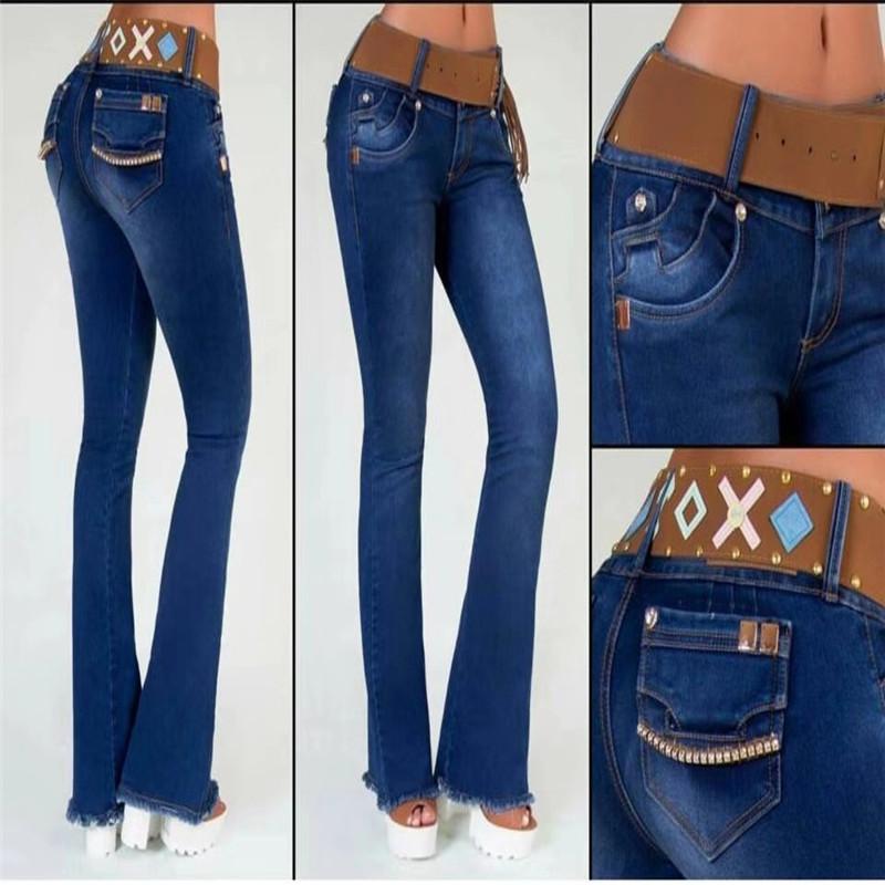 女性のジーンズ
