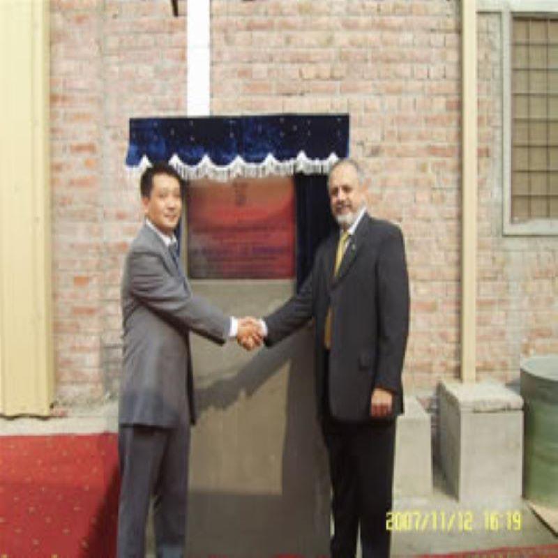 シャン・シャオウ氏が工場の開所式に出席した